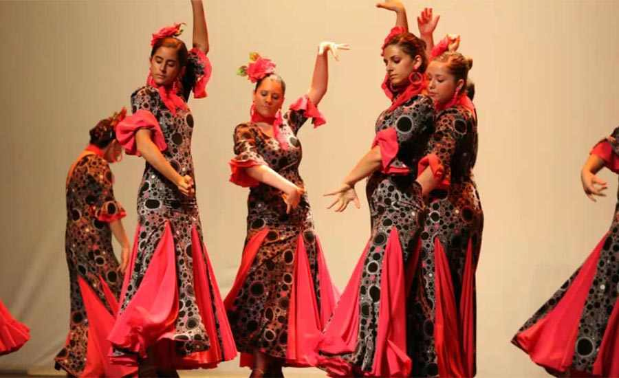 Aprende a bailar flamenco sevillanas o rumba catalana en la despedida de soltera 1 1 - 5 Ideas para fiestas de chicas molonas